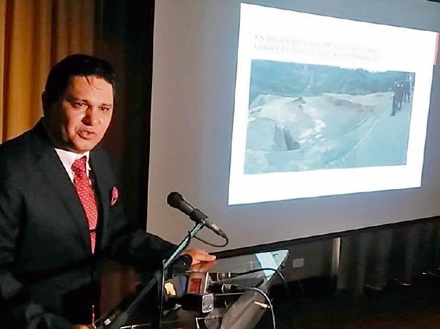 Arturo Miranda, abogado de Exmingua, durante la conferencia de prensa en que analizó el caso.