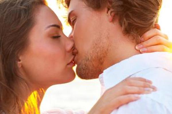 <p>En los besos íntimos se pueden transferir hasta 80 millones de microorganismos</p>