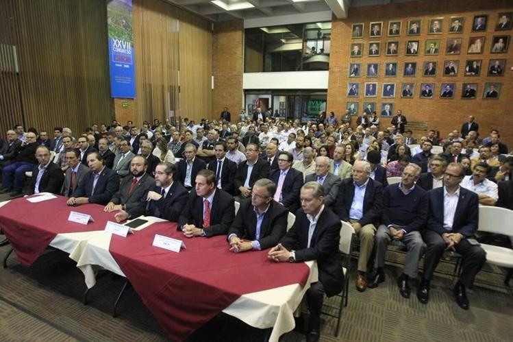 Representantes y agremiados de Cacif se pronuncian en conferencia de prensa sobre la justicia indígena. (Foto Prensa Libre: Esbin García)