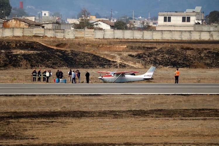 Avioneta que registró fallas el jueves último en el aeropuerto Los Altos. (Foto Prensa Libre: Carlos Ventura).