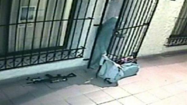 Imágenes de la monja metiendo sacos de dinero sucio en un convento argentino.