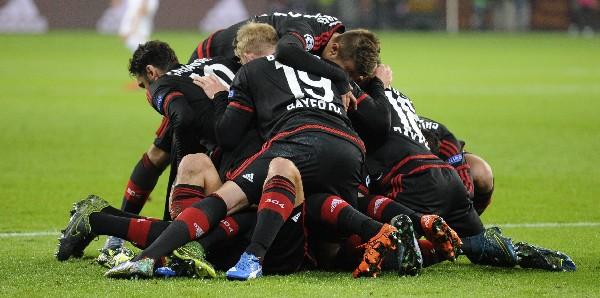 Los jugadores del Leverkusen celebraron con todo el empate. (Foto Prensa Libre: AP)