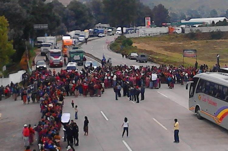 Manifestantes bloquean paso Tecpán Guatemala, Chimaltenango.