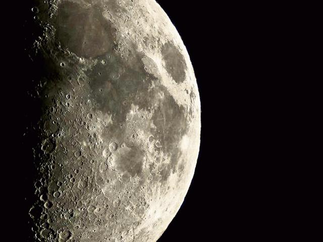 La luna es uno los objetos más buscados por los exploradores astronómicos. (Foto Prensa Libre: Jeremy Santizo)
