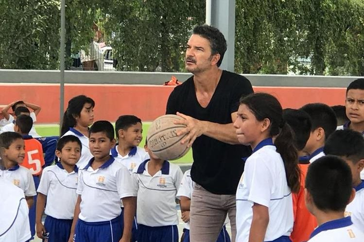 Ricardo Arjona espera contagiar a más personas y empresas a invertir en educación. (Foto Hemeroteca PL)