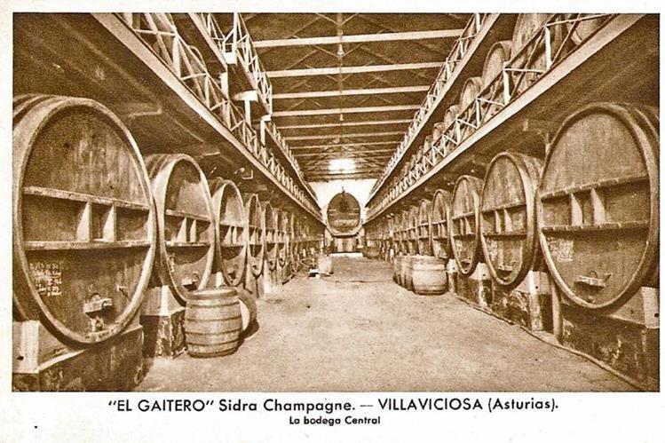 FOTO DE finales del siglo XIX, que muestra la bodega central donde se guardaba la sidra El Gaitero.