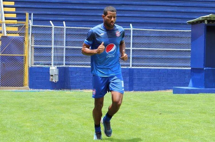 El brasileño Leandro Barbosa es el único descartado por lesión para el juego contra Municipal. (Foto Prensa Libre: Raúl Juárez)