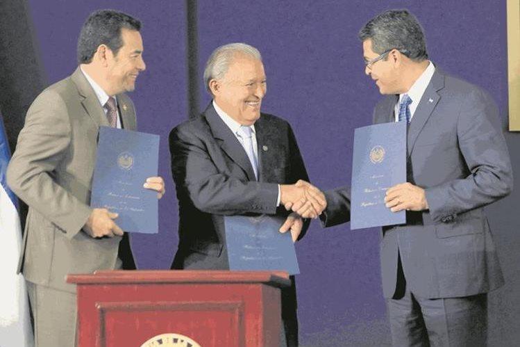Jimmy Morales, Salvador Sánchez y Juan Hernández, presidentes del Triángulo Norte. (Foto HemerotecaPL)