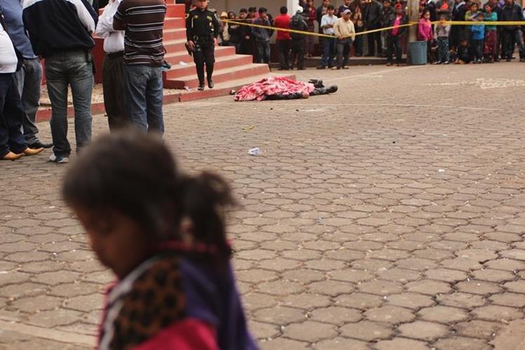 Lugar donde quedó el cadáver de Ciriaco López, en San Miguel Ixtahuacán. (Foto Prensa Libre: Aroldo Marroquín).