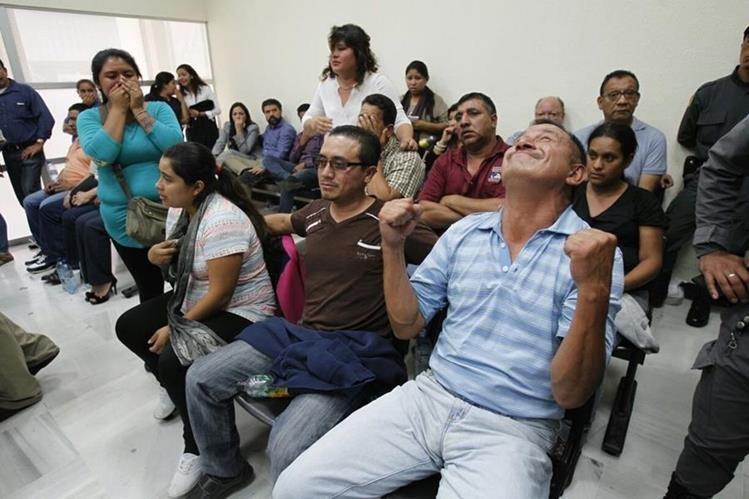 José Axel Hernandez Gómez implicado en el caso El Bodegón reacciona al escuchar la resolución del juez. ( Foto Prensa Libre: Paulo Raquec)