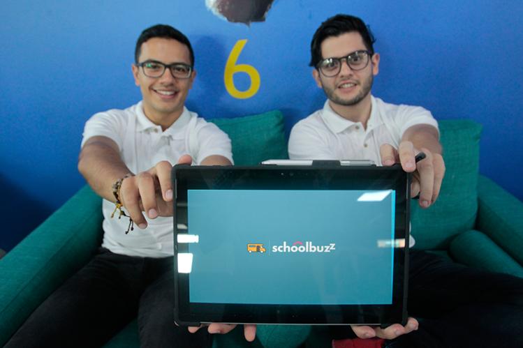 José Gálvez y Luis Sierra, creadores y fundadores de la aplicación SchoolBuzz, también fueron uno de los ganadores del Heroes Fest 2016. (Foto Prensa Libre: Carlos Hernández)