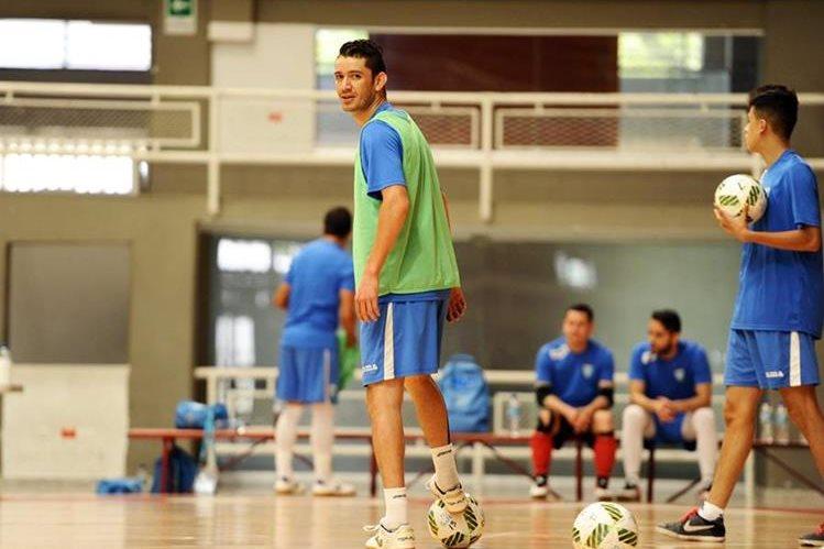 Wálter Enríquez, durante la práctica de la Selección Nacional. (Foto Prensa Libre: Francisco Sánchez)