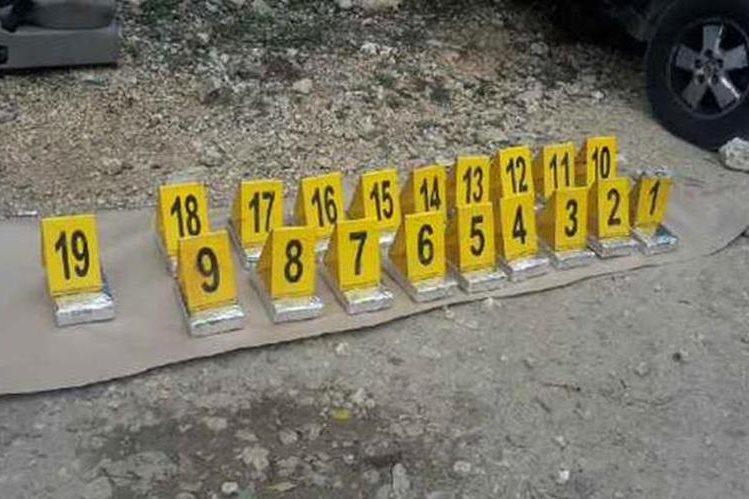 Paquetes con posible droga que fueron decomisados en La Libertad, Petén. (Foto Prensa Libre: MP)
