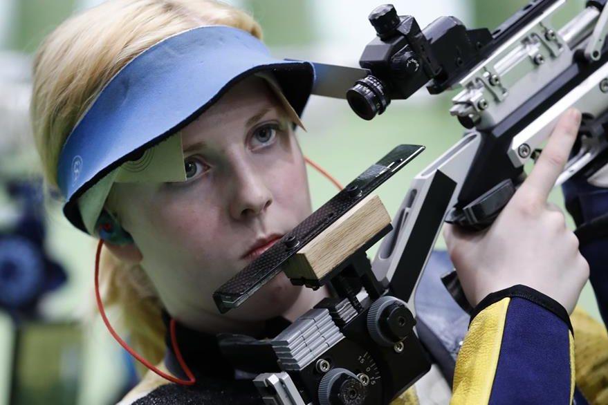 La destreza de Trasher en la disciplina de tiro le valió una medalla de oro, este sábado. (Foto Prensa Libre: AP)