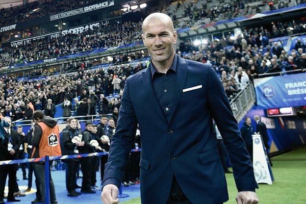 Zinedine Zidane estuve presente el pasado jueves en partido amistoso entre Francia y Brasil. (Foto Prensa Libre: AFP)