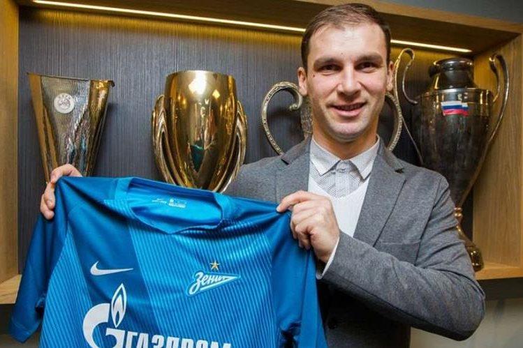 El defensa serbio Branislav Ivanovic dejó las filas del Chelsea para unirse al Zenit de San Petesburgo. (Foto Prensa Libre: Zenit)