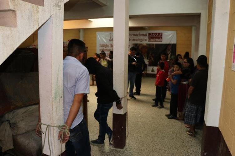A los sindicatos los mantienen atados. (Foto Prensa Libre: Héctor Cordero)