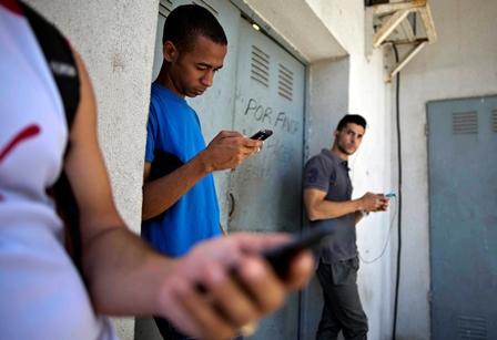 Cuba es uno de los países con peor acceso a Internet en la actualidad. (Foto Prensa Libre: AP).