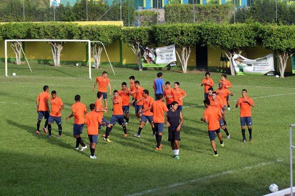 Guastatoya trabaja coordinación y movimientos sin balón en el estadio David Cordón Hichos (Foto Prensa Libre: Hugo Oliva)