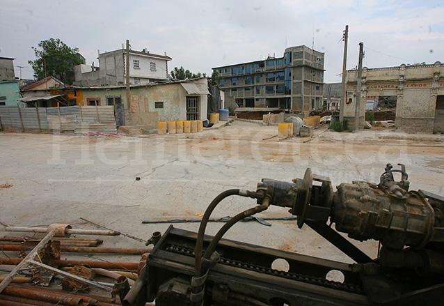 Los trabajos de relleno del agujero de la zona 6 recién terminados en mayo de 2008.  (Foto: Hemeroteca PL)