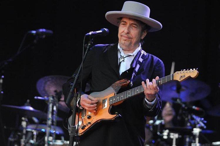 Bob Dylan no asistió a la entrega del Premio Nobel de Literatura y en su lugar envió un discurso que fue leído en la ceremonia. (Foto Prensa Libre: AFP)