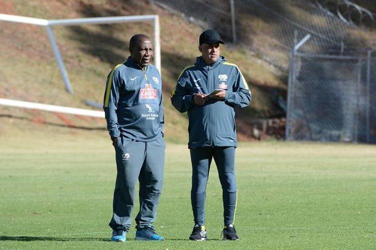 El seleccionador de Sudáfrica Ephraim Mashaba fue despedido por insultar a los directivos. (Foto Prensa Libre: Hemeroteca)