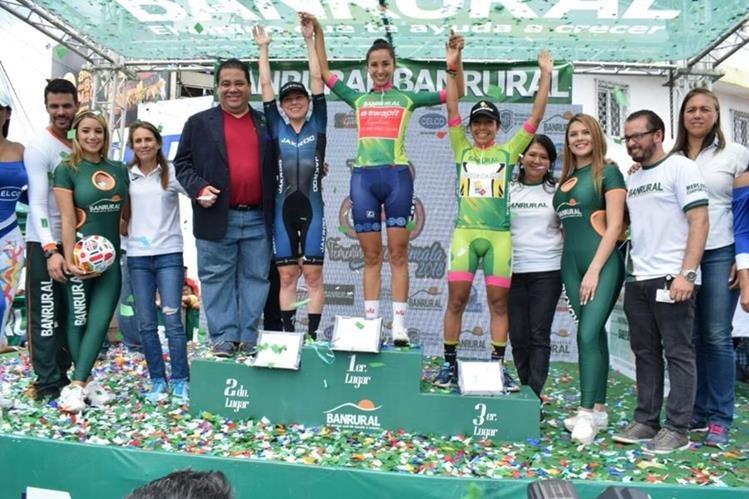 Así quedó el podio de la decimoctava edición de la Vuelta Ciclística Femenina a Guatemala. (Foto Prensa Libre: Federación Guatemalteca de Ciclismo)