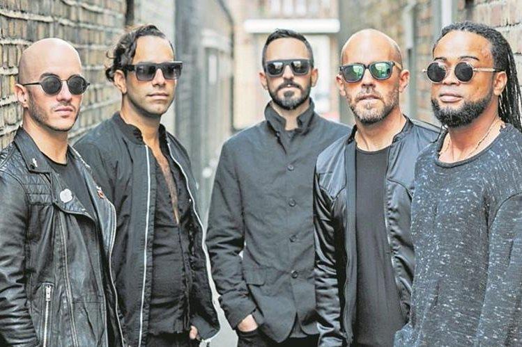 Cultura Profética está formada por Willy Rodríguez (bajo y voz), Omar Silva (bajo), Juan Carlos Sulsona (teclado), Eliut González (guitarra) y Boris Bilbraut (batería y voz). (Foto Prensa Libre: Álex Díaz photography)
