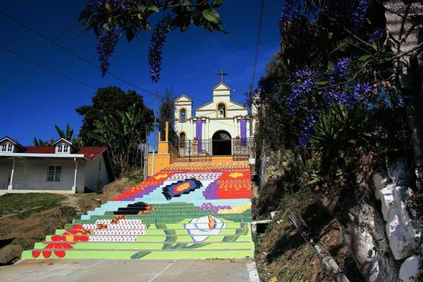 Gradas de la iglesia El Calvario, de San Cristóbal Verapaz, Alta Verapaz. (Foto Prensa Libre: Eduardo Eduardo Sam)