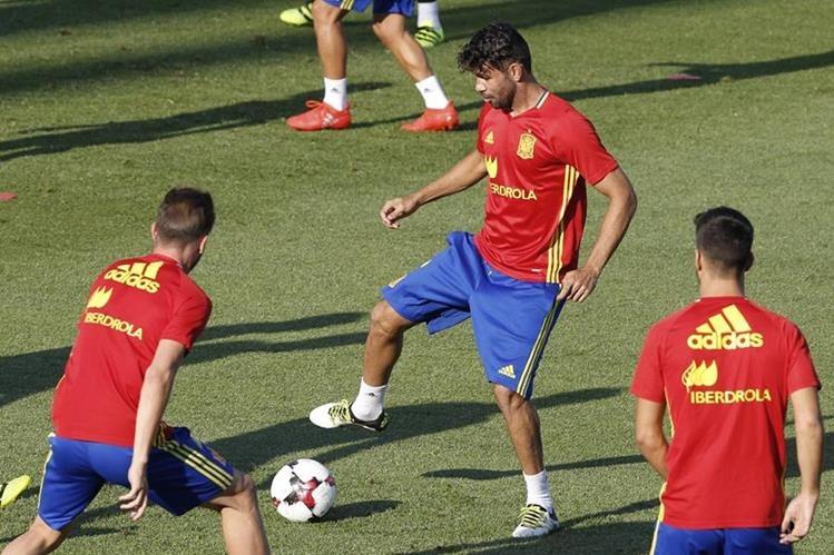 Diego Costa se entrena con la selección española. (Foto Prensa Libre: EFE)