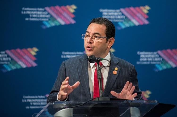 Jimmy Morales habla en la cumbre económica y de seguridad sobre Centroamérica. (EFE).