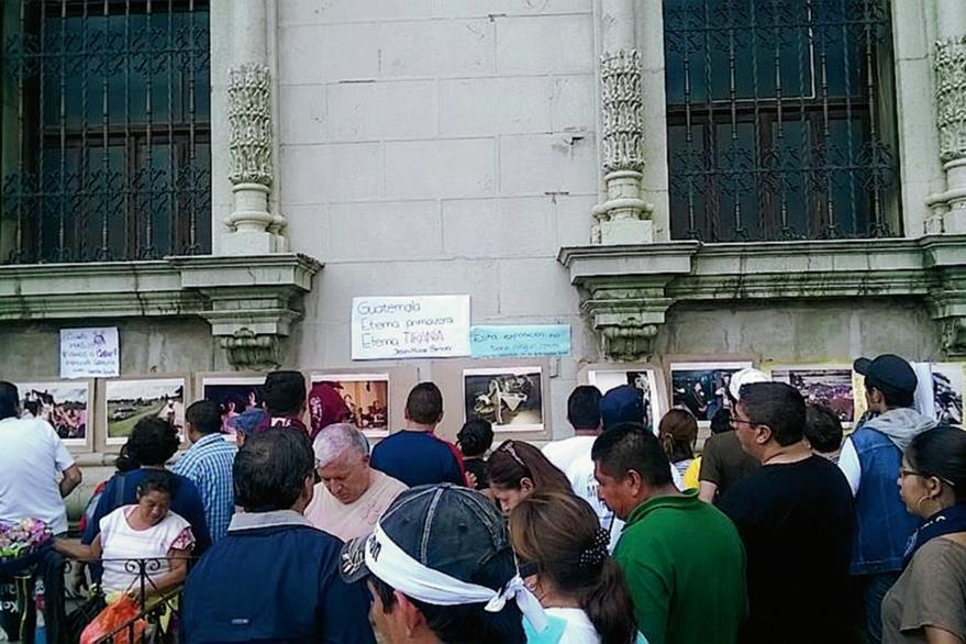 La exposición se desarrolló a un costado de la entrada principal al Palacio Nacional de la Cultura. (Foto PRensa Libre: Cortesia)