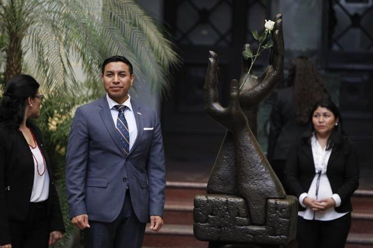 Diego Morales es el migrante homenajeado en el Palacio Nacional de la Cultura. (Foto Prensa Libre: Paulo Raquec).