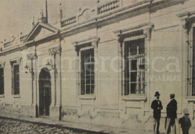 El edificio de la Sociedad Económica. En su sitio está ahora el Congreso de la República. (Foto: Hemeroteca PL)