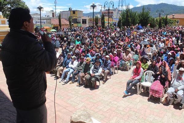 """<p>Más de 500 autoridades comunitarias de Totonicapán se reunieron en el parque San Miguel de la cabecera. (Foto Prensa Libre: Édgar Domínguez)<br _mce_bogus=""""1""""></p>"""