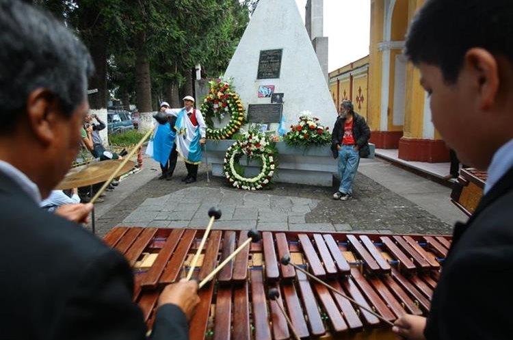 Jacobo Árbenz, hijo del expresidente Jacobo Árbenz Guzmán, participa en un homenaje a su padre. (Foto Prensa Libre: Carlos Hernández Ovalle)