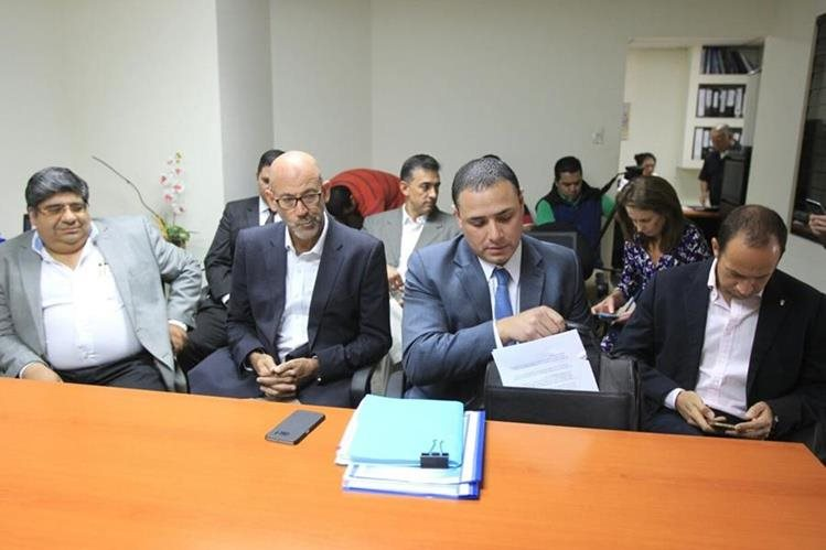 Gerardo Aguirre, presidente del COG junto a Gerardo Estrada, gerente de la institución en la citación de la bancada Encuentro por Guatemala. (Foto Prensa Libre: Esbin García)