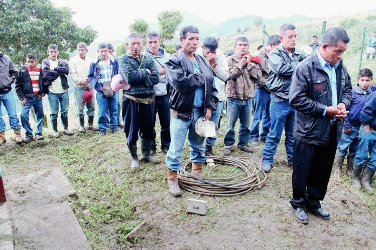 Pobladores de Chicamán, Quiché,  exigen al Gobierno Q125 millones de indemnización por despropiación de tierras debido a la construcción de Hidroeléctrica Chixoy. (Foto Prensa Libre: Óscar Figueroa)