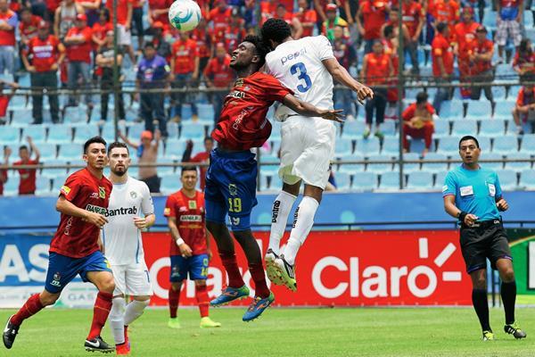 Municipal y Comunicaciones empataron 1-1 en el Clásico 286 del balompié nacional el pasado 26 de abril. (Foto Prensa Libre: Hemeroteca PL)