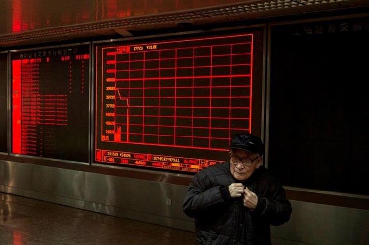 La bolsa de China sigue generando impacto mundial. (Foto Prensa Libre: AFP)