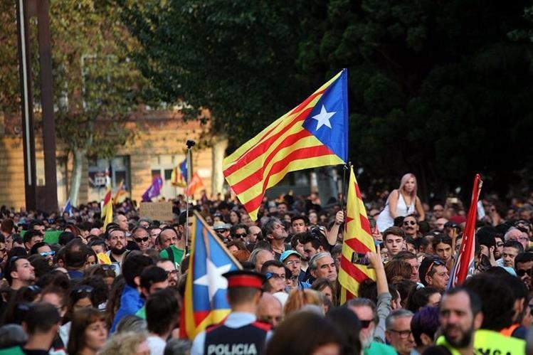 Según el gobierno regional de Cataluña, el 90% votó a favor de la independencia en el reciente referendo. (Foto Prensa Libre: AFP)