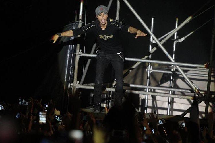 Enrique Iglesias, quien dio un concierto en Guatemala, ganó el premio artista del año. (Foto Prensa Libre. Esbin García)