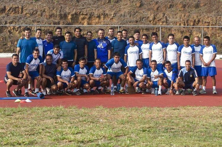 En Guatemala hay 14 árbitros y 9 asistentes internacionales que mantienen la ilusión de continuar dirigiendo a escala internacional. (Foto Prensa Libre: Norvin Mendoza)