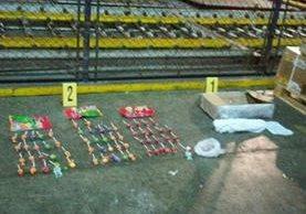 En una encomienda que llegó a las bodegas de Combex, agentes de la PNC localizaron droga en dulces. (Foto Prensa Libre: Hemeroteca PL)