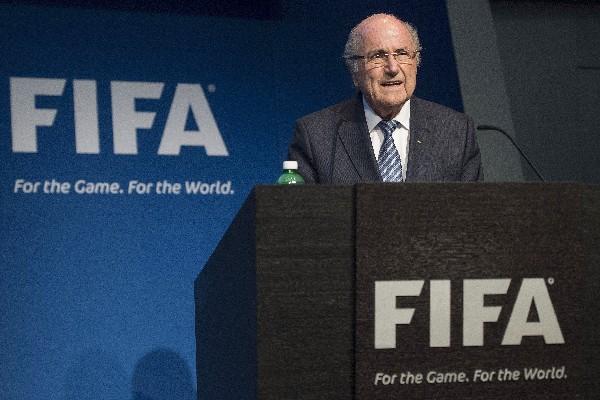 Blatter sorprendió este martes con la renuncia a la presidencia de la FIFA. (Foto Prensa Libre: AFP)