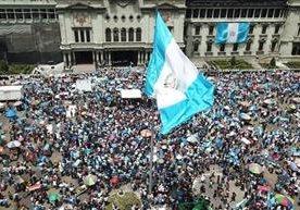 Estudiantes y colectivos sociales marcharon hacia el Centro Histórico