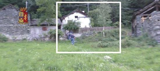 Vivienda en la cual se encontraba retenida la joven. (Foto Prensa Libre: Polizia di Stato)
