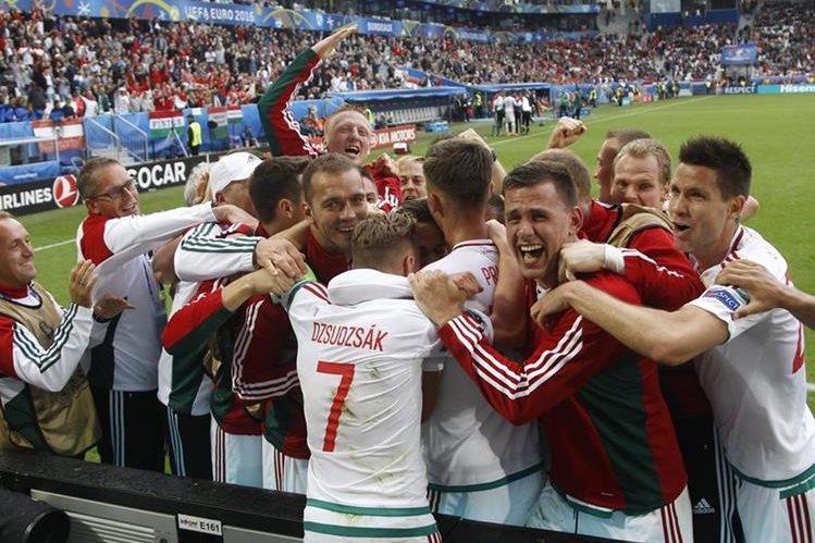 Hungría hizo historia al volver con triunfo a la Eurocopa, luego de 44 años. (Foto Prensa Libre: AP)