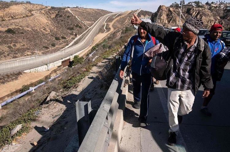 Los migrantes marcharon en caravana desde honduras hasta la frontera con Estados Unidos.