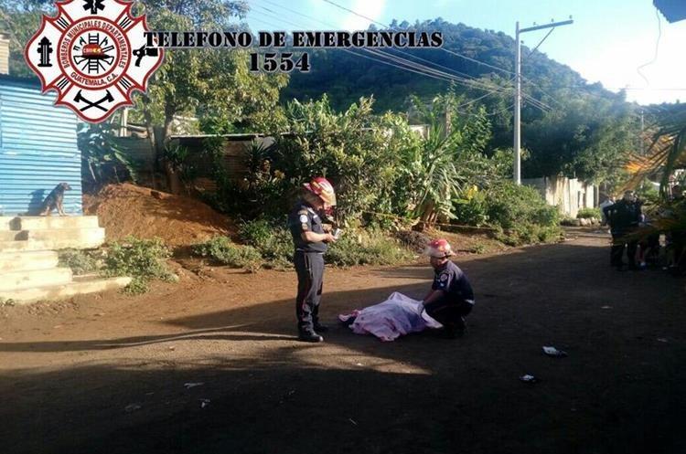 Una persona murió en un ataque armado ocurrido en Bárcenas, Villa Nueva. (Foto Prensa Libre: CBMD)